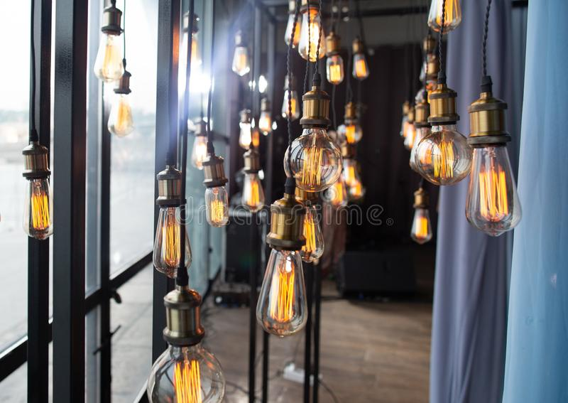 Van de de lampen de decoratieve groep van Edison opgeschorte draden slinger stock afbeeldingen