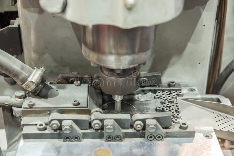 Van de machinevlek de noot (Voernoot) Automobielindustrie Selectieve nadruk royalty-vrije stock fotografie