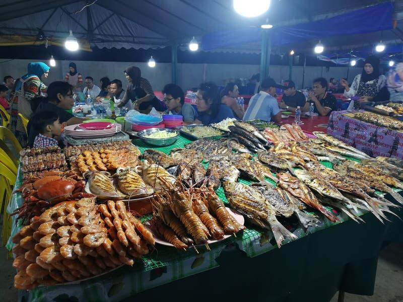 Van de marktzeevruchten van Maleisië Sabah Kota Kinabalu Filipino de vissen van de de nachtmarkt stock foto