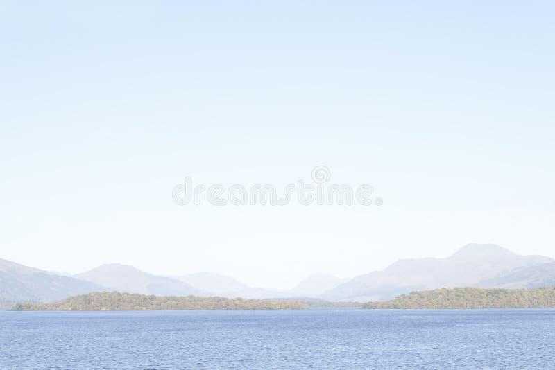 Van de meningsbergen van rustige zonsondergangloch Lomond de vreedzame van de zomerinverclyde avond gourock greenock Schotland he stock afbeeldingen
