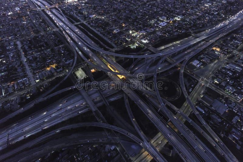 Van de de Nachtsnelweg van Los Angeles de Uitwisselings Luchtmening royalty-vrije stock foto's