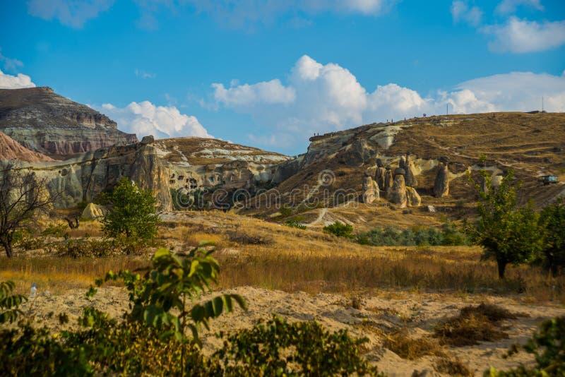 Van de observatiedek en rots paddestoelen Feeschoorstenen, Pasabag, Monnikenvallei, Cappadocia, Turkije stock foto
