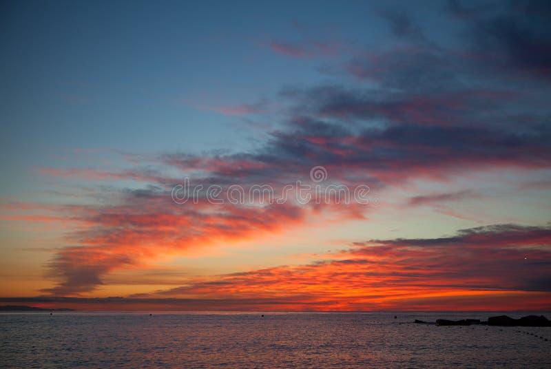 Van de de ochtendzonsopgang van Barcelona de wolk en het overzees stock foto