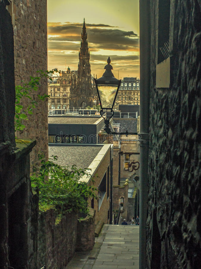 Van de Oude Stad van Edinburgh aan Nieuw royalty-vrije stock afbeeldingen