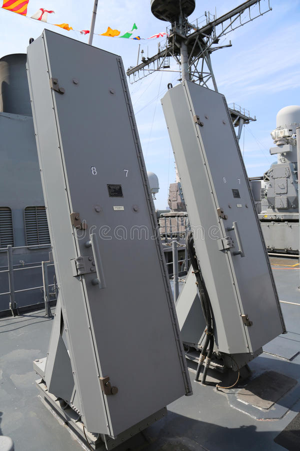 Van de overzeese de lanceerinrichtingen musraket op het dek van de Marine ticonderoga-Klasse van de V.S. kruiser stock afbeeldingen