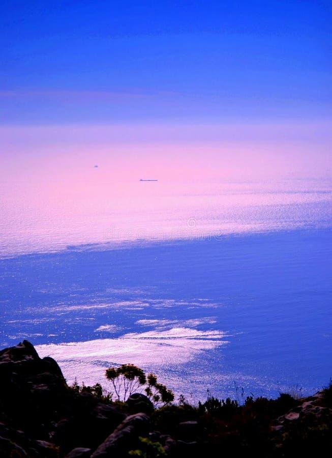 Van de overzeese ontmoet de Oceaanoceaan van de de Hemeloneindigheid Schepenhorizon de Hemel royalty-vrije stock afbeelding