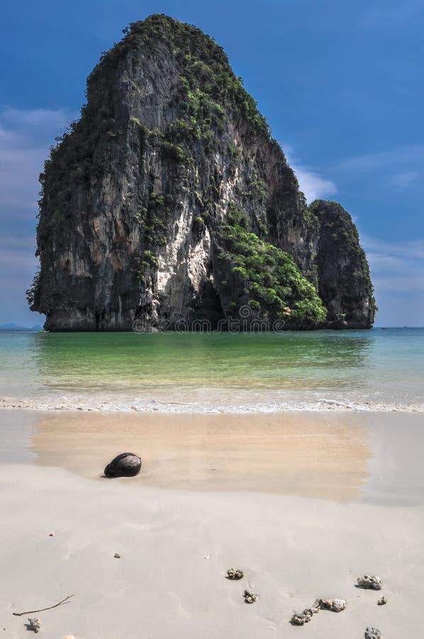 Van de overzeese van het kokosnoteneiland van de het strandaard zandzon de bestemmingsbehang stock fotografie