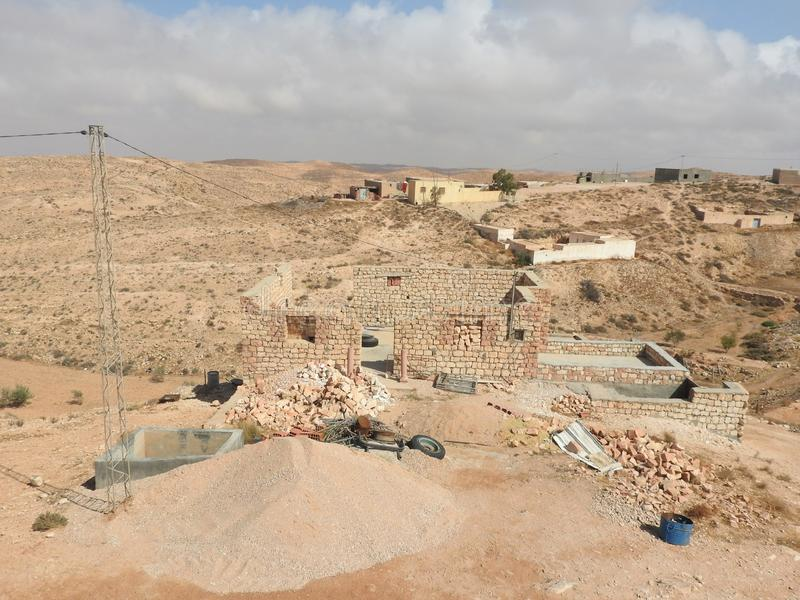 Van de de provinciemoskee van Tamezret Gabes van het Berberdorp de hete woestijn van Noord-Afrika in Tunesi? stock fotografie