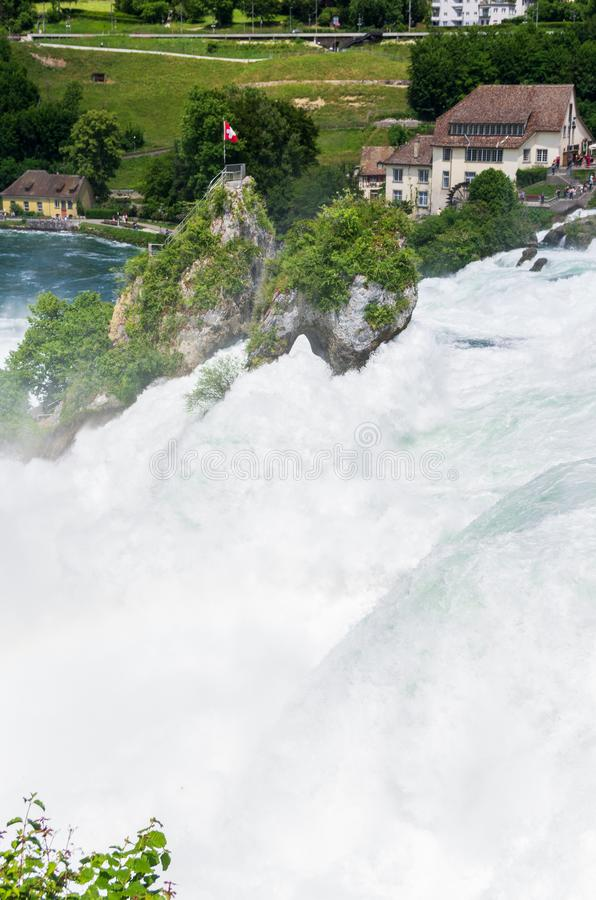 Van de de rivierwaterval van Rijn dag van de het satellietbeeld de zonnige zomer stock fotografie