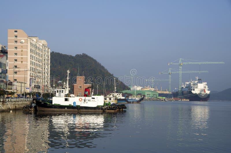 Van de scheepswerfgeoje van Sumsungzware industrieën het eiland Korea stock afbeeldingen