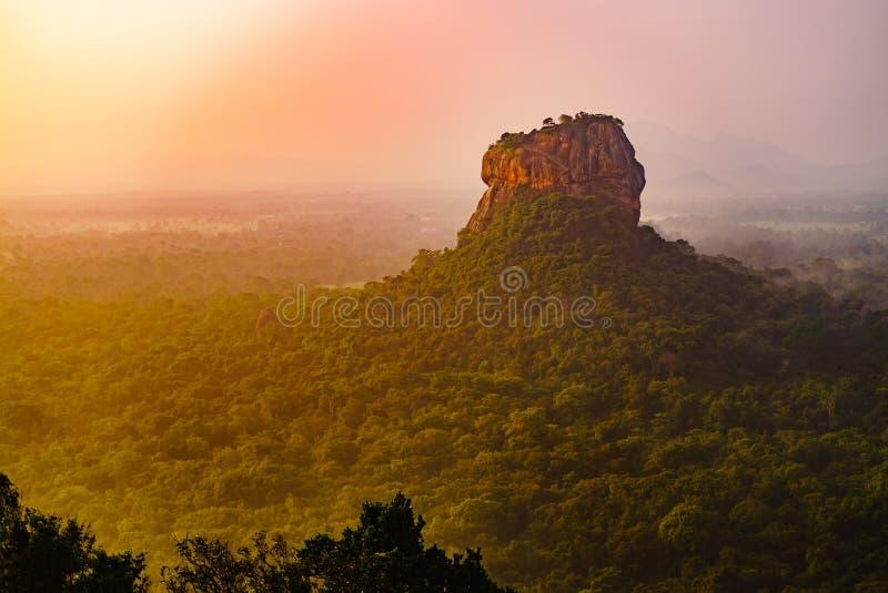 Van de srivertraging van Sigiriyalion rock mount de dageraad hoogste mening royalty-vrije stock fotografie