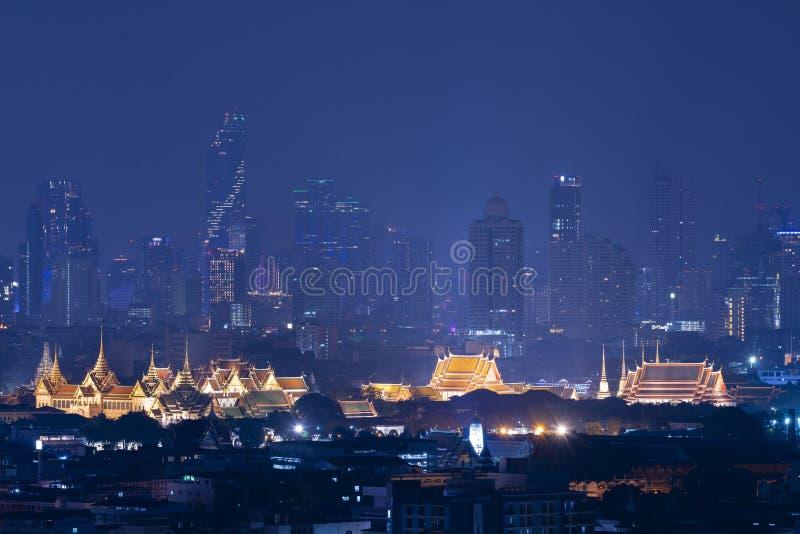 Van de de stadshorizon van Bangkok de mooie plaats in bouw de van de binnenstad van het stadsbureau stock foto's