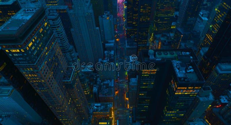 Van de Stadsmanhattan de V.S. van New York uit het stadscentrum lucht het panoramamening met wolkenkrabbers en blauwe hemel 2019 stock afbeelding