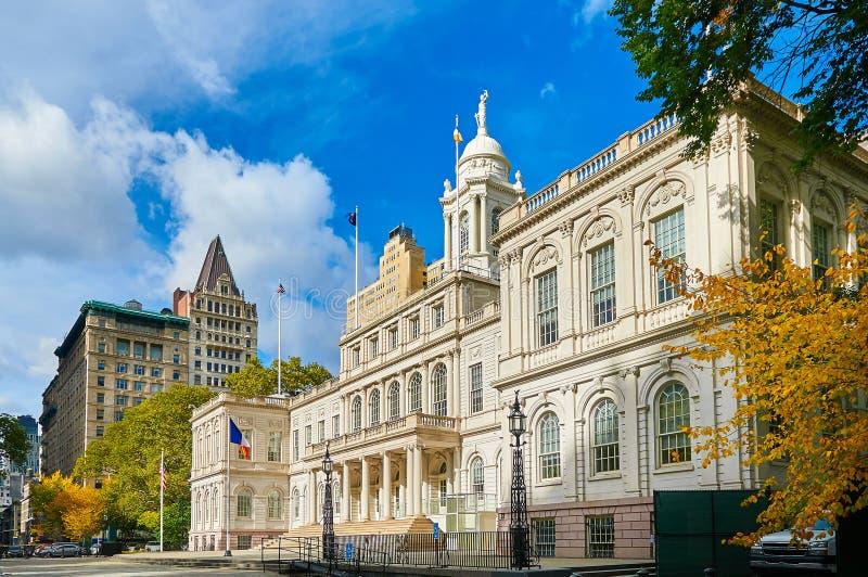Van de de stadsoverheid van New York de het Stadhuisbouw in Stad Hall Park op het Civic Center-gebied van Lagere Manhattann Weerg stock foto's