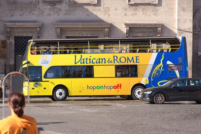 Van de de stadsreis van Vatikaan en van Rome open de bushop op hop weg stock afbeelding