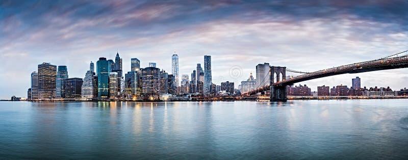 Van de de stadszonsondergang van New York het panoramacityscape NYC stock foto