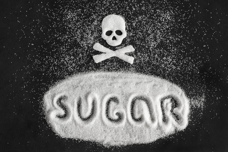 Van de tekstsuiker en schedel vorm van suiker op zwarte achtergrond, Concept royalty-vrije stock fotografie
