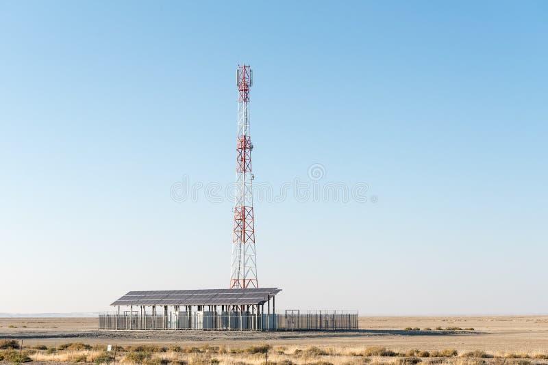 Van de telecommunicatie celtelefoon toren, die zonne slechts macht gebruiken stock foto's