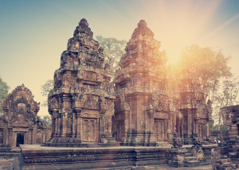 Van de Tempelruïnes van Banteaysrey de Eeuw van Xth op een zonsondergang, Siem oogst, Kambodja toning stock fotografie