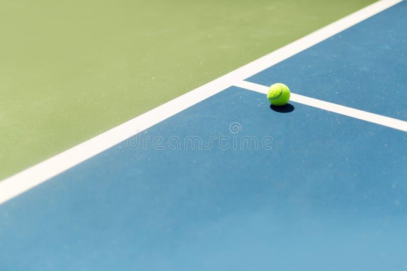 In van de tennisbaanbal/uit, aas/winnaar royalty-vrije stock foto