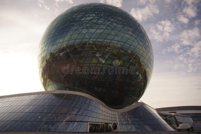 Van de tentoonstellingsexpo van Astana representatieve gebouwen het districtshoofdstad van Kazachstan stock foto