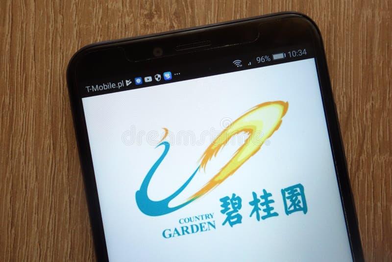 Van de Tuinholdings van het land het Bedrijfsembleem op een moderne smartphone wordt getoond die royalty-vrije stock afbeeldingen
