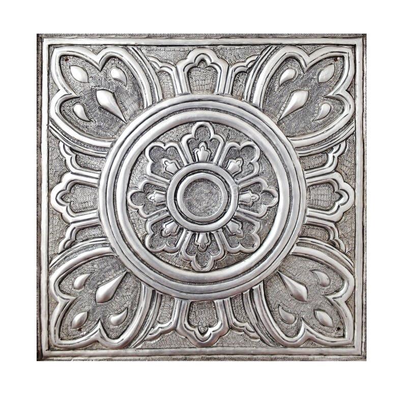 Van de de voorraadfotografie van het metaalpatroon de stijl van Lanna op wit wordt geïsoleerd dat stock afbeelding