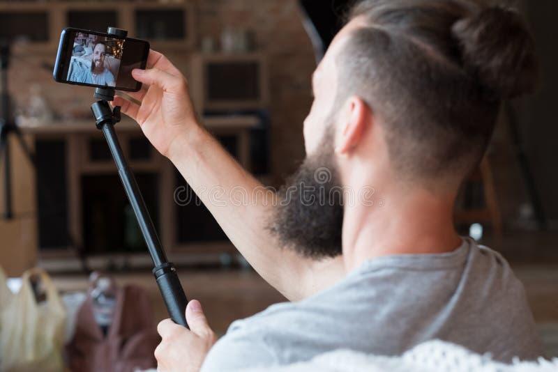 Van de de vrije tijdslevensstijl van de mensen selfie camera de sociale tendensen stock afbeeldingen
