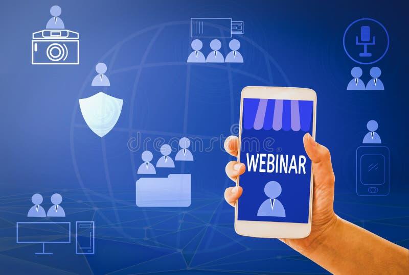 Van de de Vrouwenhand van het Webinarconcept de greepsmartphone online e-leert op mobiel, met blauwe achtergronden, concept en Va royalty-vrije stock afbeeldingen