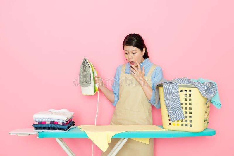 Van de de wasserijopslag van het schoonheidsmeisje de kleding van de de arbeidersschade royalty-vrije stock afbeelding
