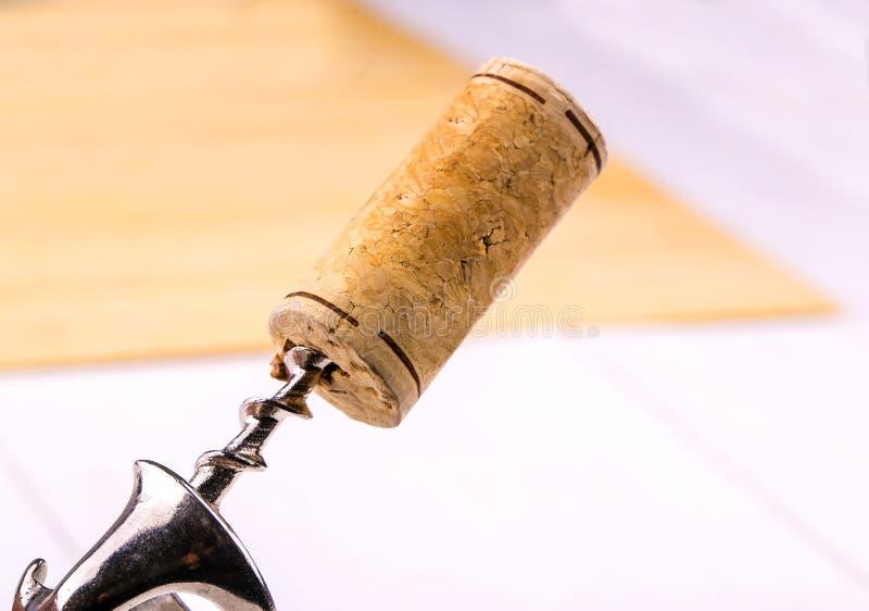 Van de wijncork en kurketrekker close-up stock fotografie