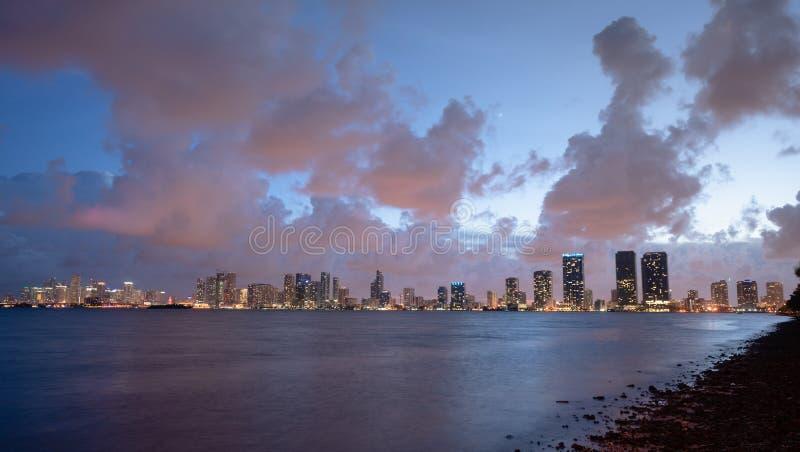Van de de Zonsondergangstad van de Stromopheldering Horizon de Van de binnenstad Waterrfront Miami Florida royalty-vrije stock afbeelding