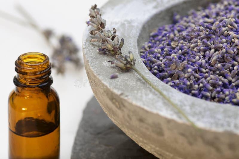 Van de zorgproducten van Wellness de lavendelolie royalty-vrije stock afbeelding