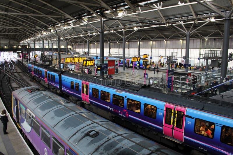Van diesel station het met meerdere eenheden treinenleeds stock fotografie