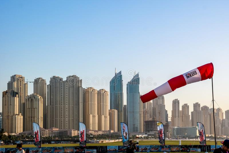 Van Doubai de Jachthaven en van Jumeirah epische torensmening en architectuur van Skydive Doubai stock afbeeldingen
