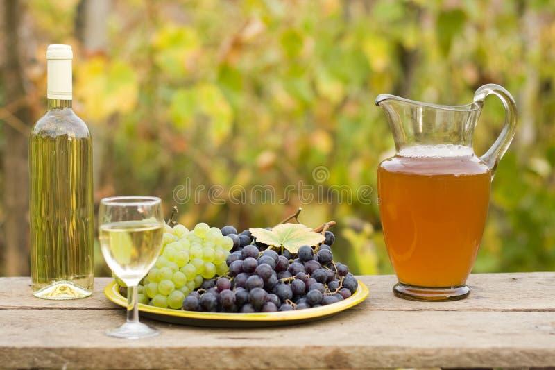 Van druif aan wijn royalty-vrije stock afbeelding