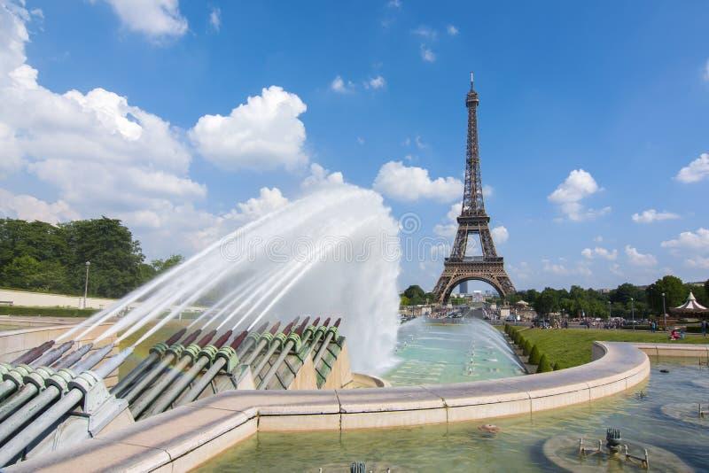 Van Eiffel de Toren en van Trocadero fonteinen, Parijs, Frankrijk royalty-vrije stock foto