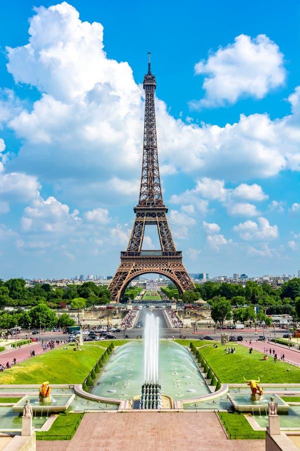 Van Eiffel de Toren en van Trocadero fonteinen, Parijs, Frankrijk stock afbeelding