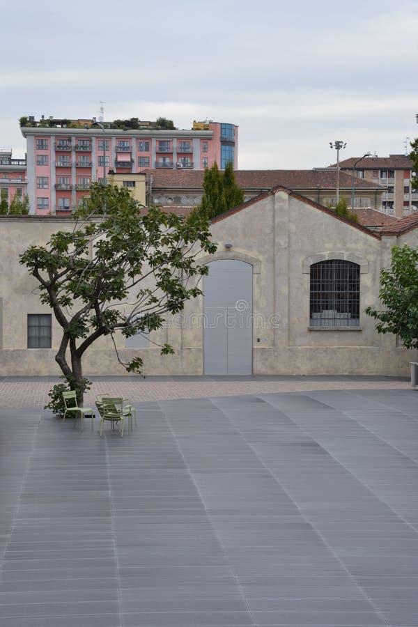 Van Fondazioneprada (Prada-Stichting) het museum in Milaan, Italië stock afbeeldingen