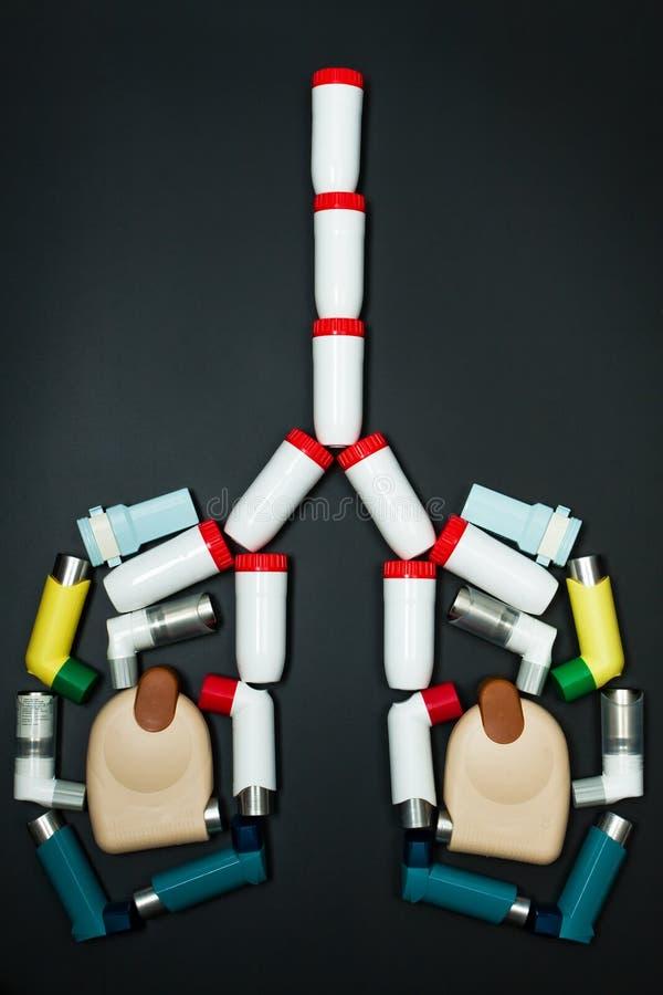 Van het astma (chronische bronchitis) het inhaleertoestel stock foto's
