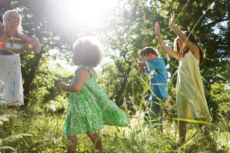 Van het de Activiteitengeluk van de familievrije tijd Concept het Plakkend royalty-vrije stock afbeelding