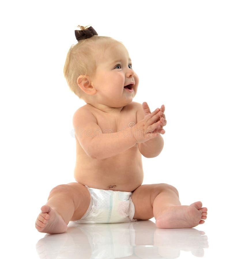 Van het de babymeisje van het zuigelingskind de peuterzitting het glimlachen het lachen royalty-vrije stock foto's