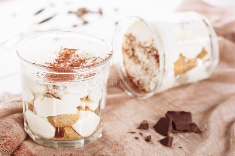 Van het de Chocoladedessert van de Tiramisumousse de Cacaopoeder stock afbeeldingen