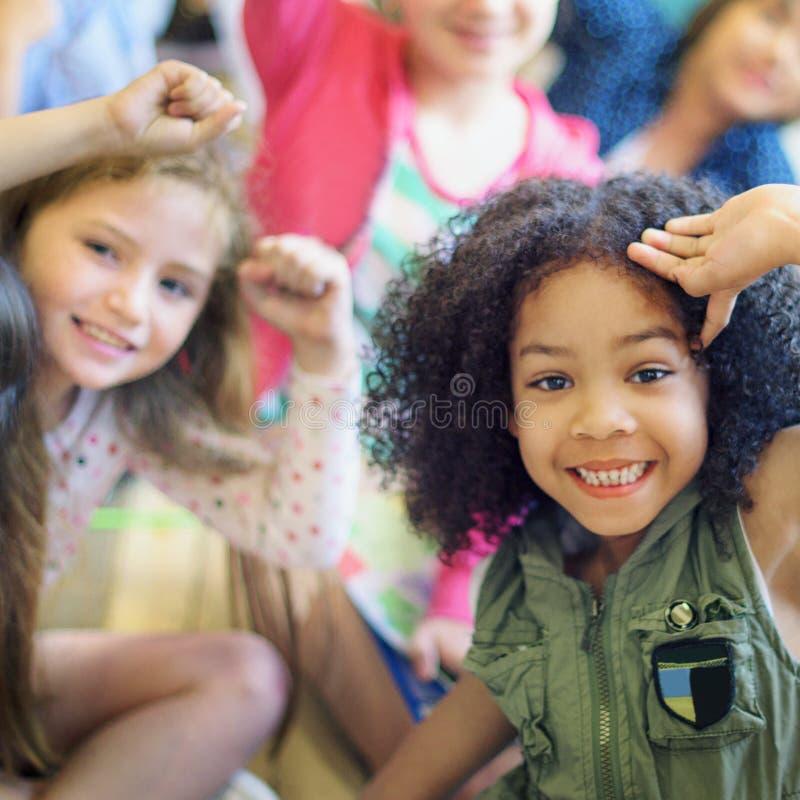 Van het de Diversiteitsbehoren tot een bepaald ras van het kindgezelschap de Eenheidsconcept stock afbeeldingen