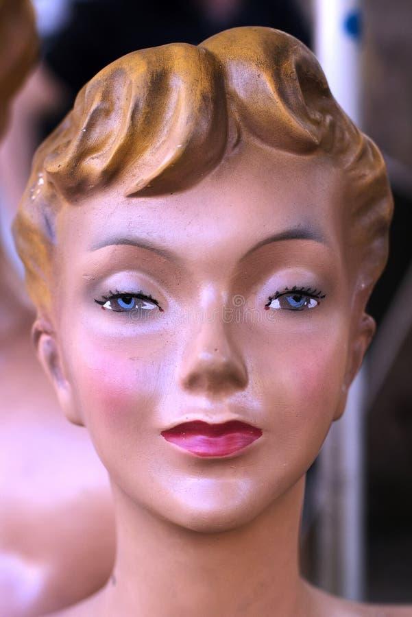 Van het de jaren '50pleister van de manierledenpop van het het standbeeldportret de luxewinkel Parijs Frankrijk royalty-vrije stock afbeelding