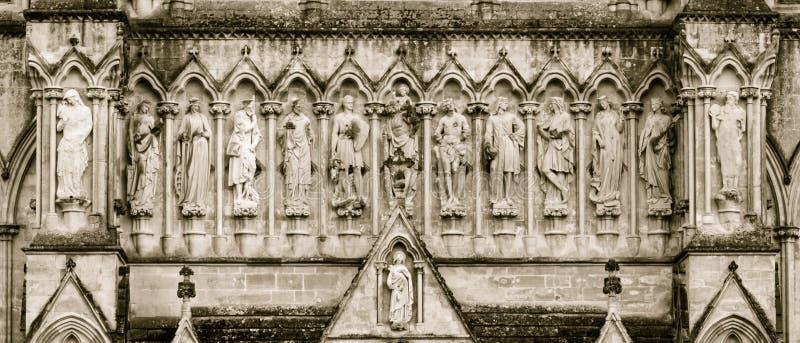 Van het de Kathedraalwesten van Salisbury de Toon van Front Statues Above Entrance Sepia stock foto's