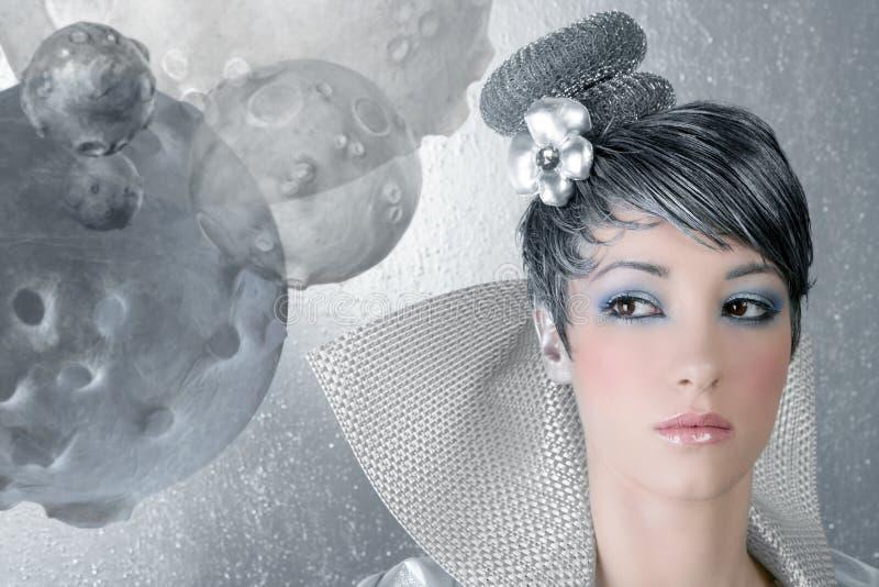 Van het de make-upkapsel van Fahion de vrouwen futuristisch zilver stock afbeeldingen