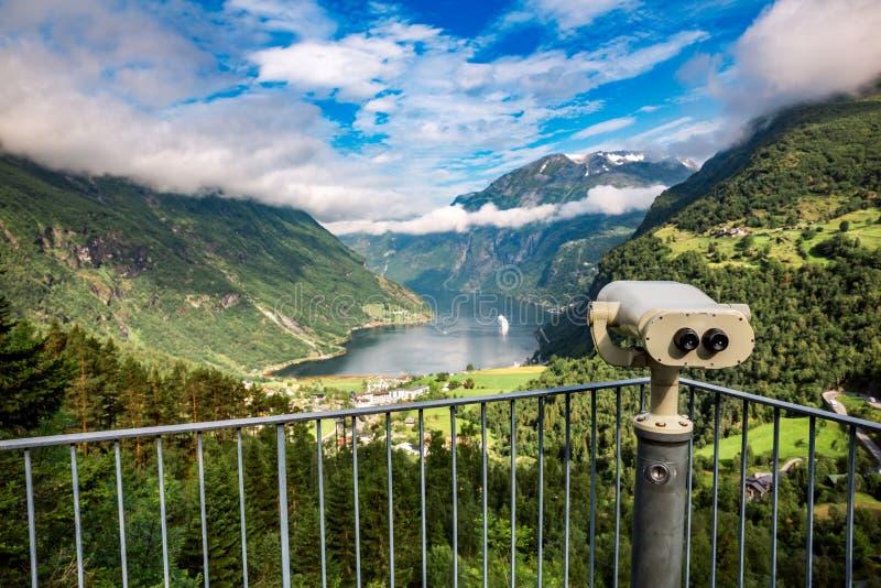 Van het de meningspunt van de Geirangerfjord het dek van de het Vooruitzichtobservatie, Noorwegen stock afbeelding