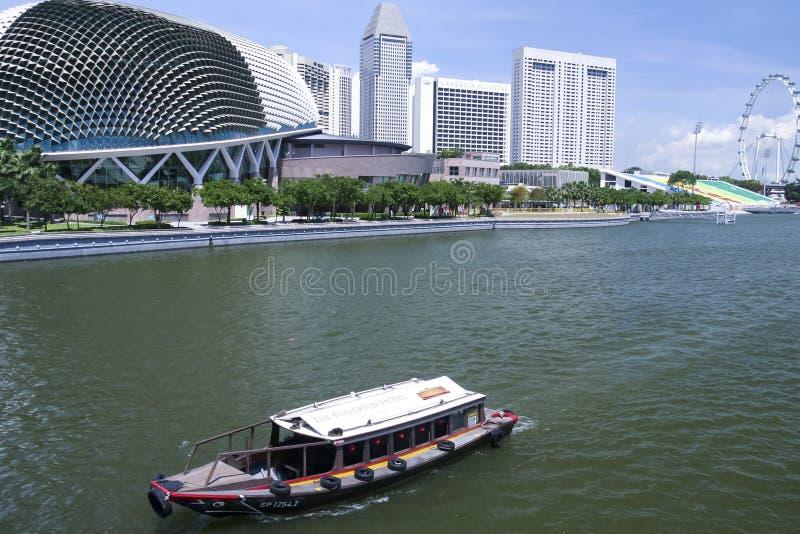 Van het de promenadetheater van de reisboot de jachthavenbaai van Singapore stock foto's