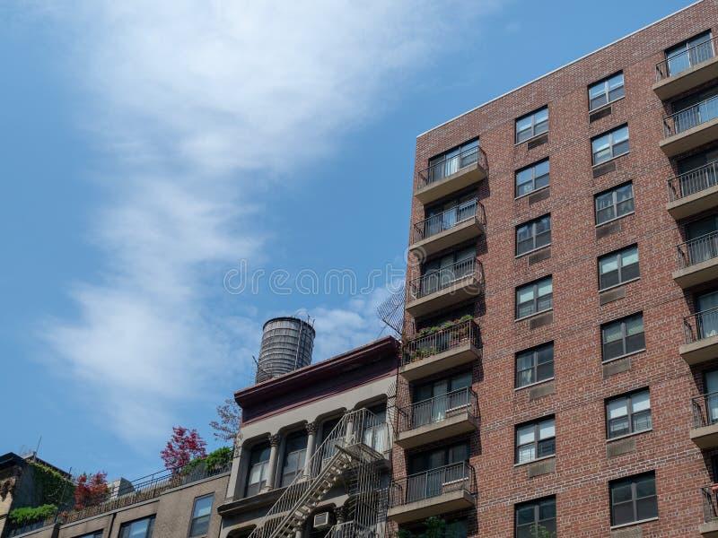 Van het de Stadsflatgebouw van New York de brandtrap en de terrassen stock afbeeldingen